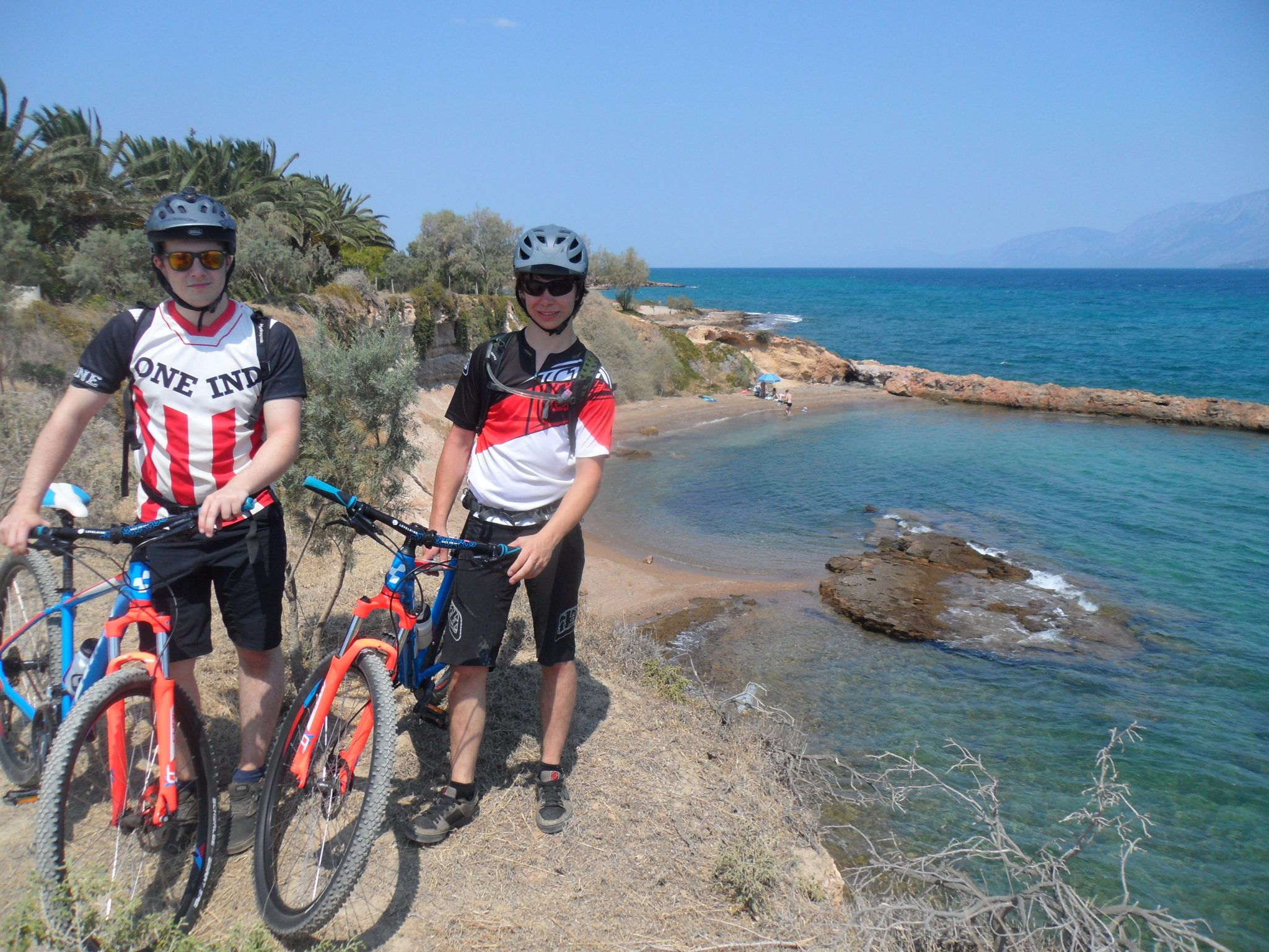Cycling / Coast to coast sublime beaches of Chalkis
