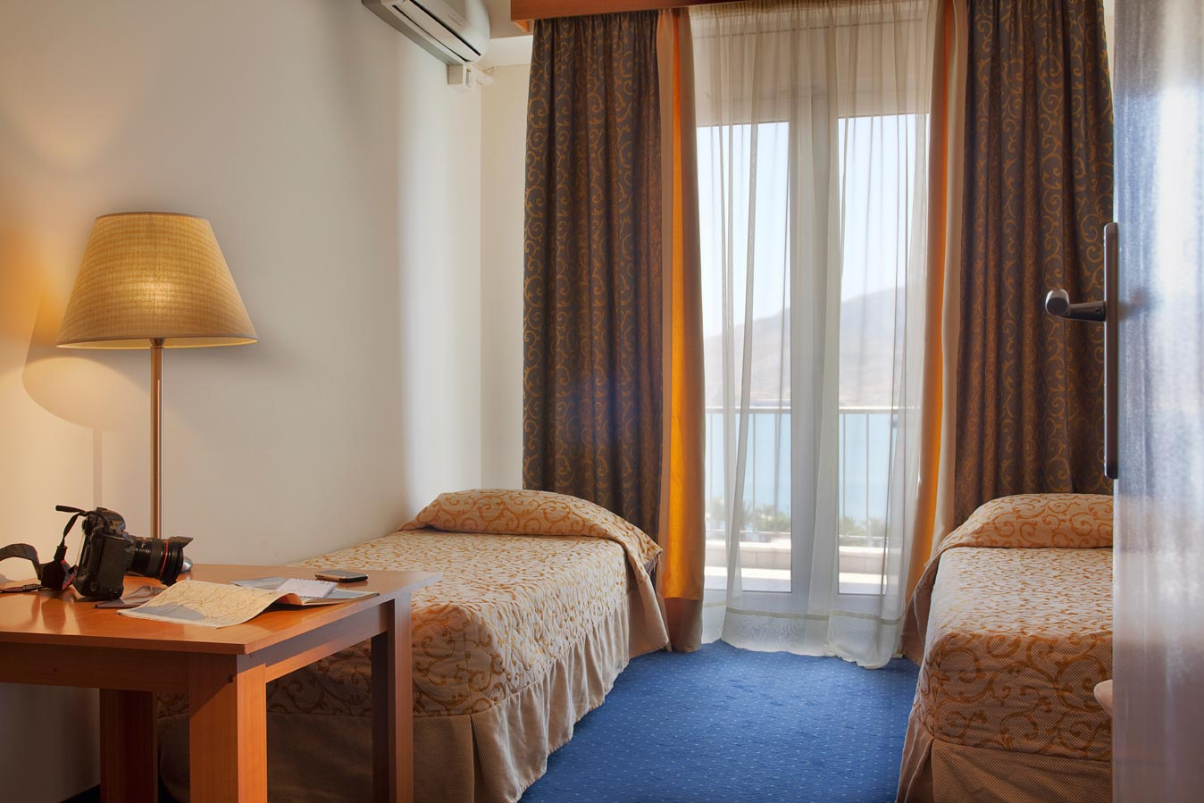 Lucy Classic Twin Room (with Sea View)