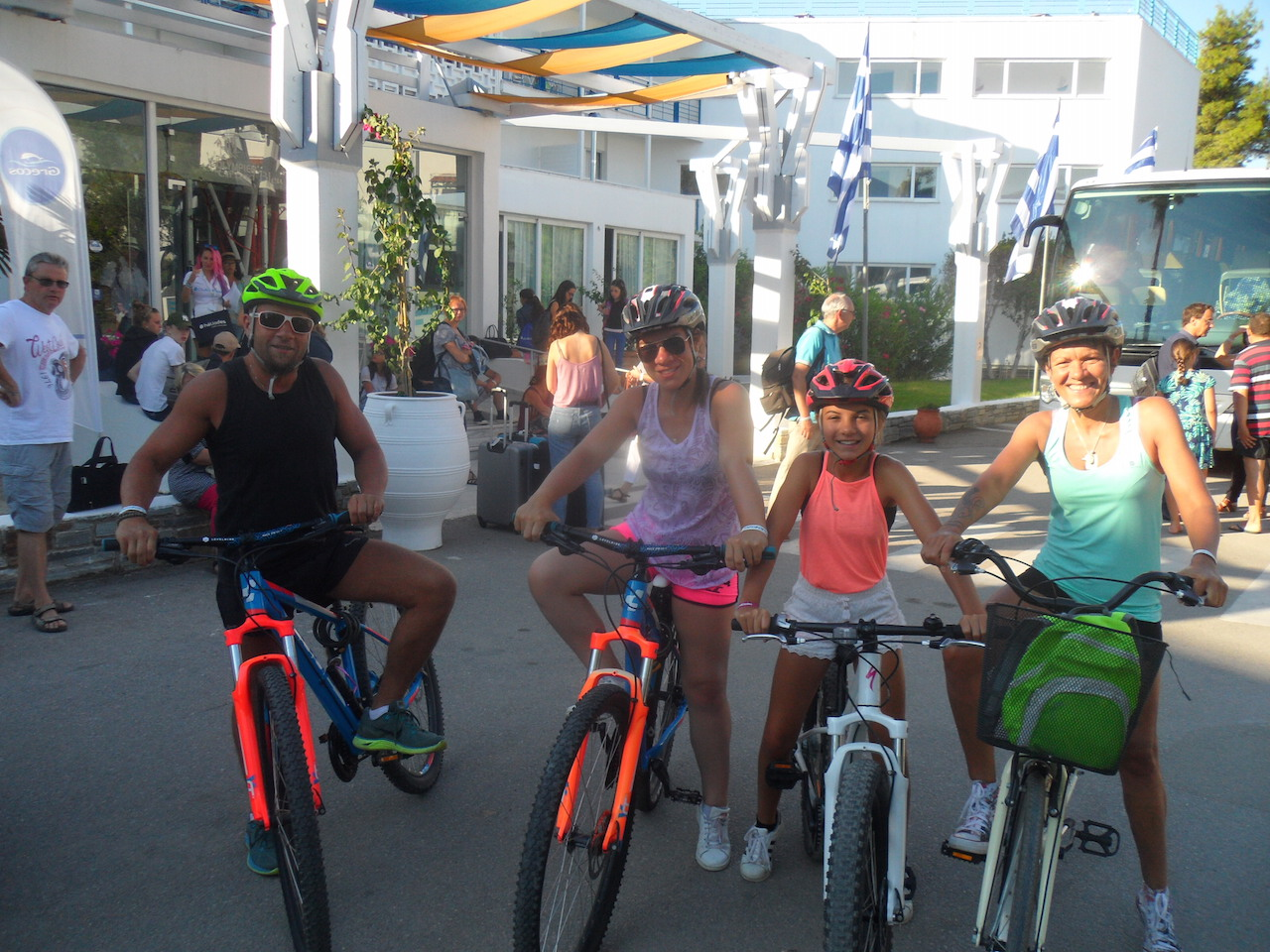 Family Cycling / Eretria