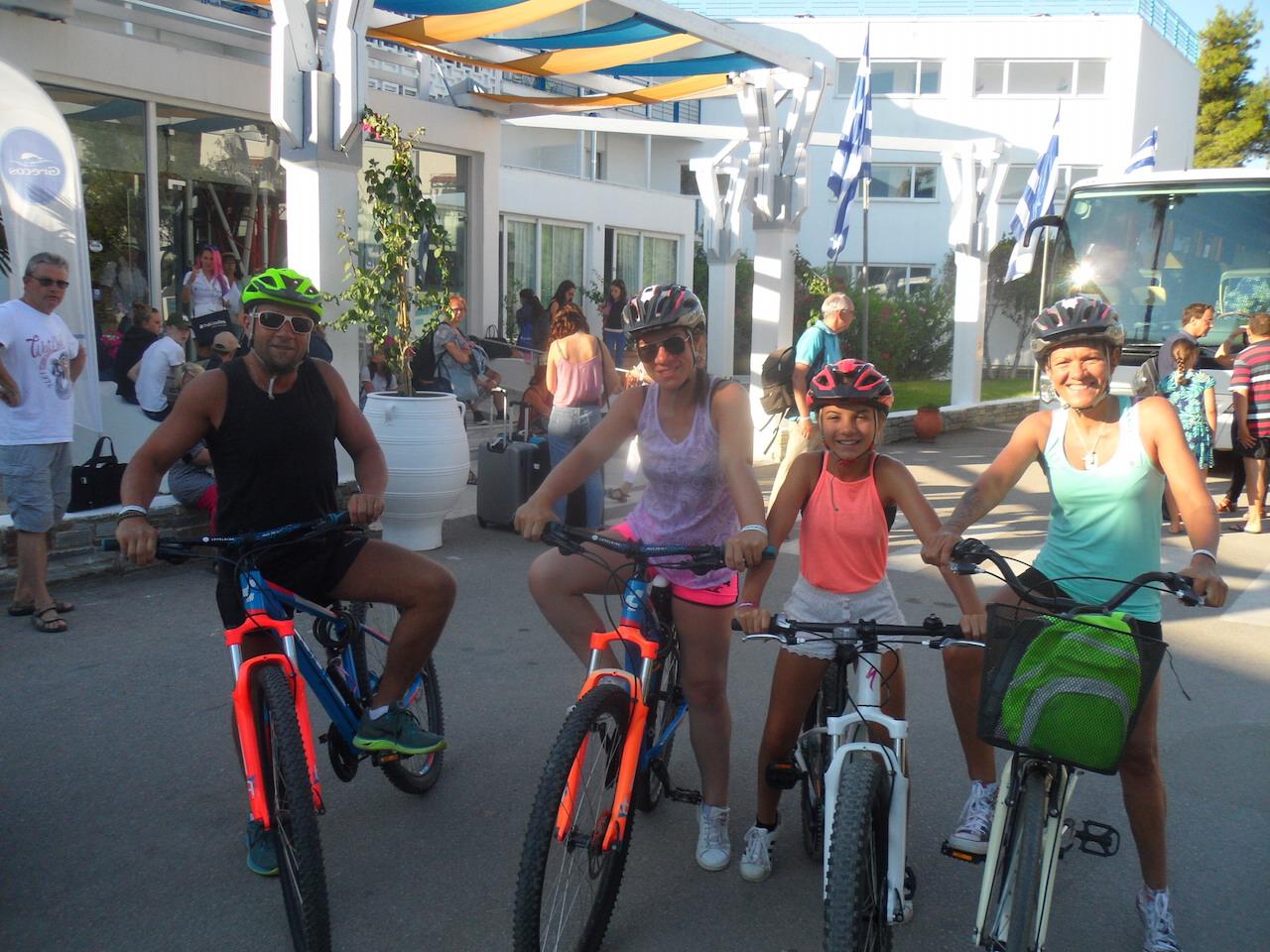 Family Cycling / Eretria